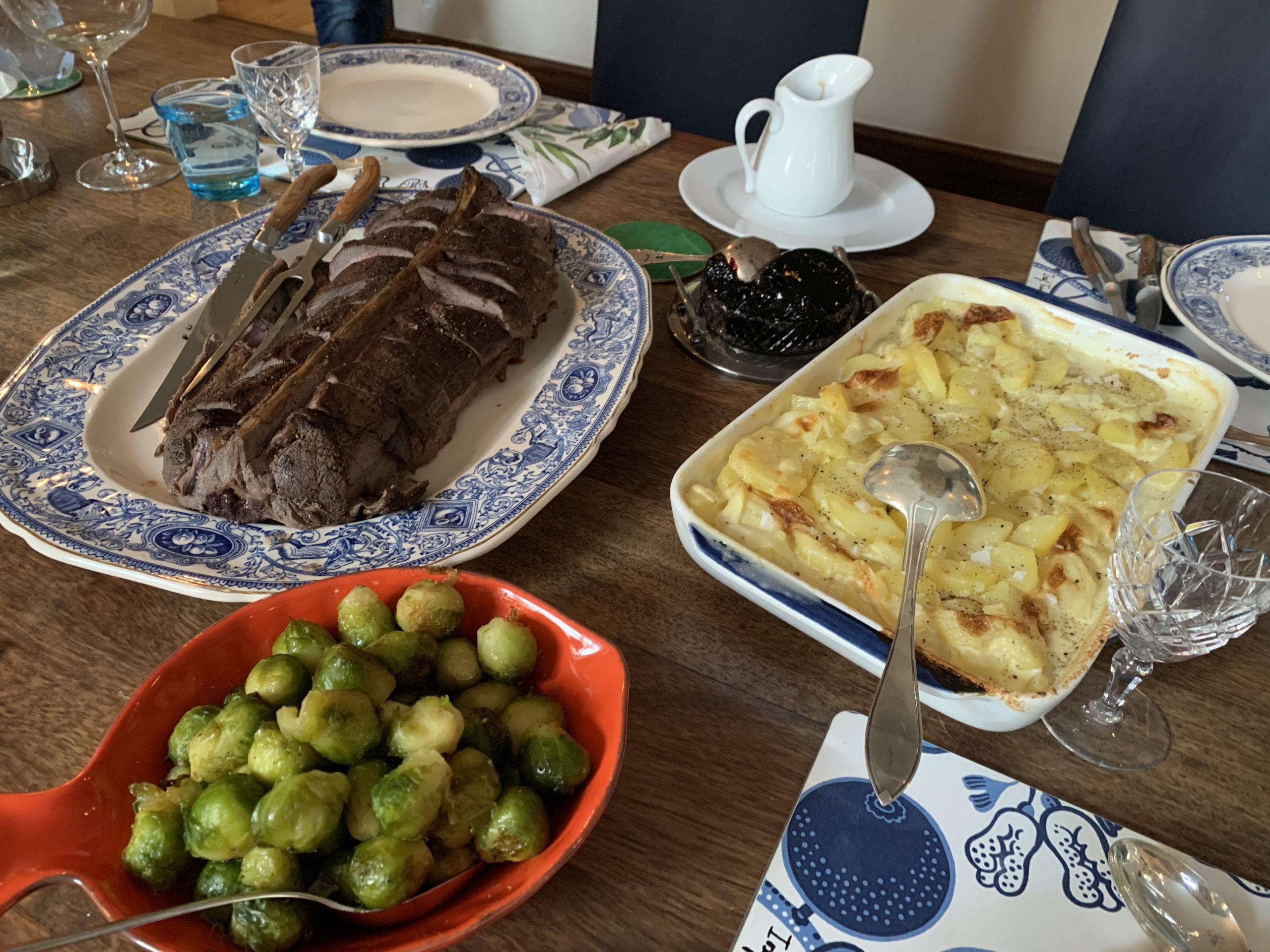 Rådjurssadel med potatisgratäng och brysselkål