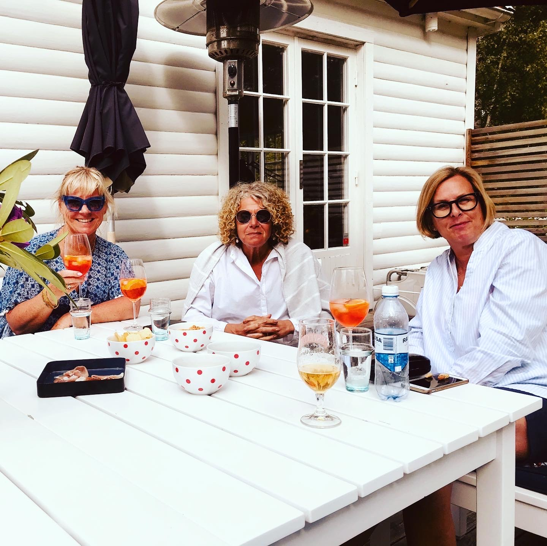 Jag, Katarina och Boel dricker Aperol spritz