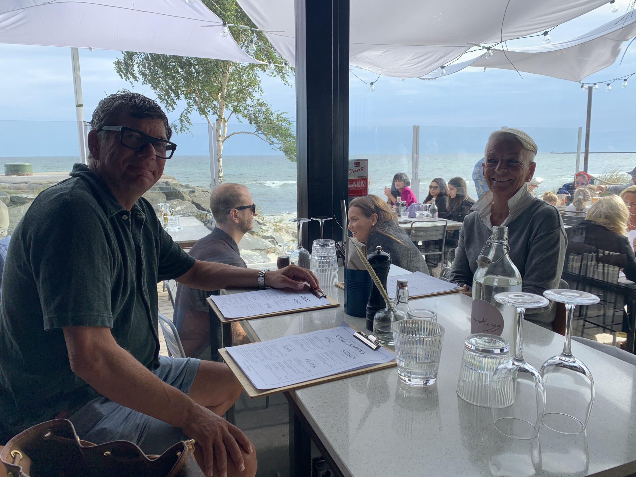 En vacker sommarkväll på restaurang Strandtugg