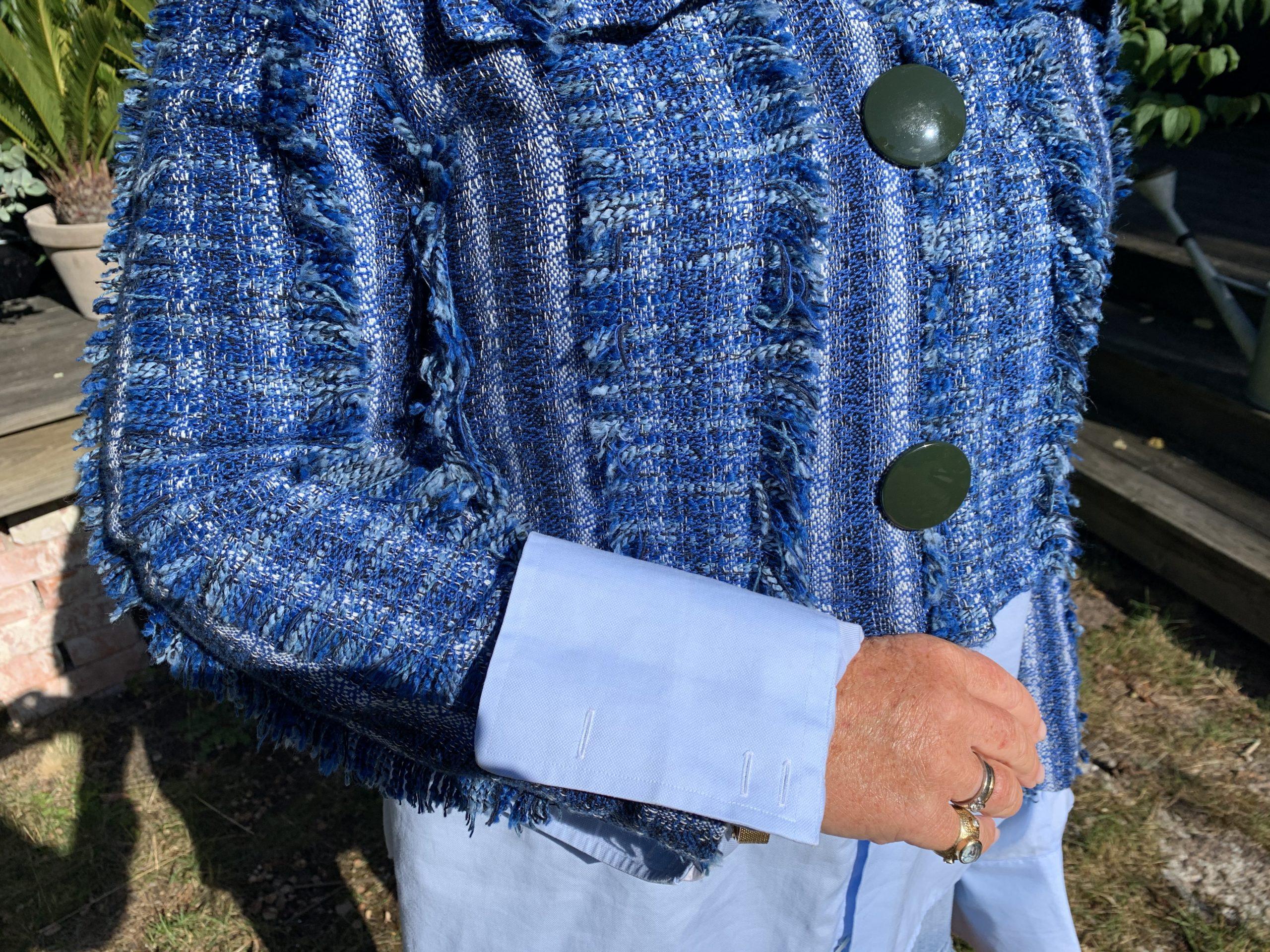 Stora manschetter på min ljusblå skjorta