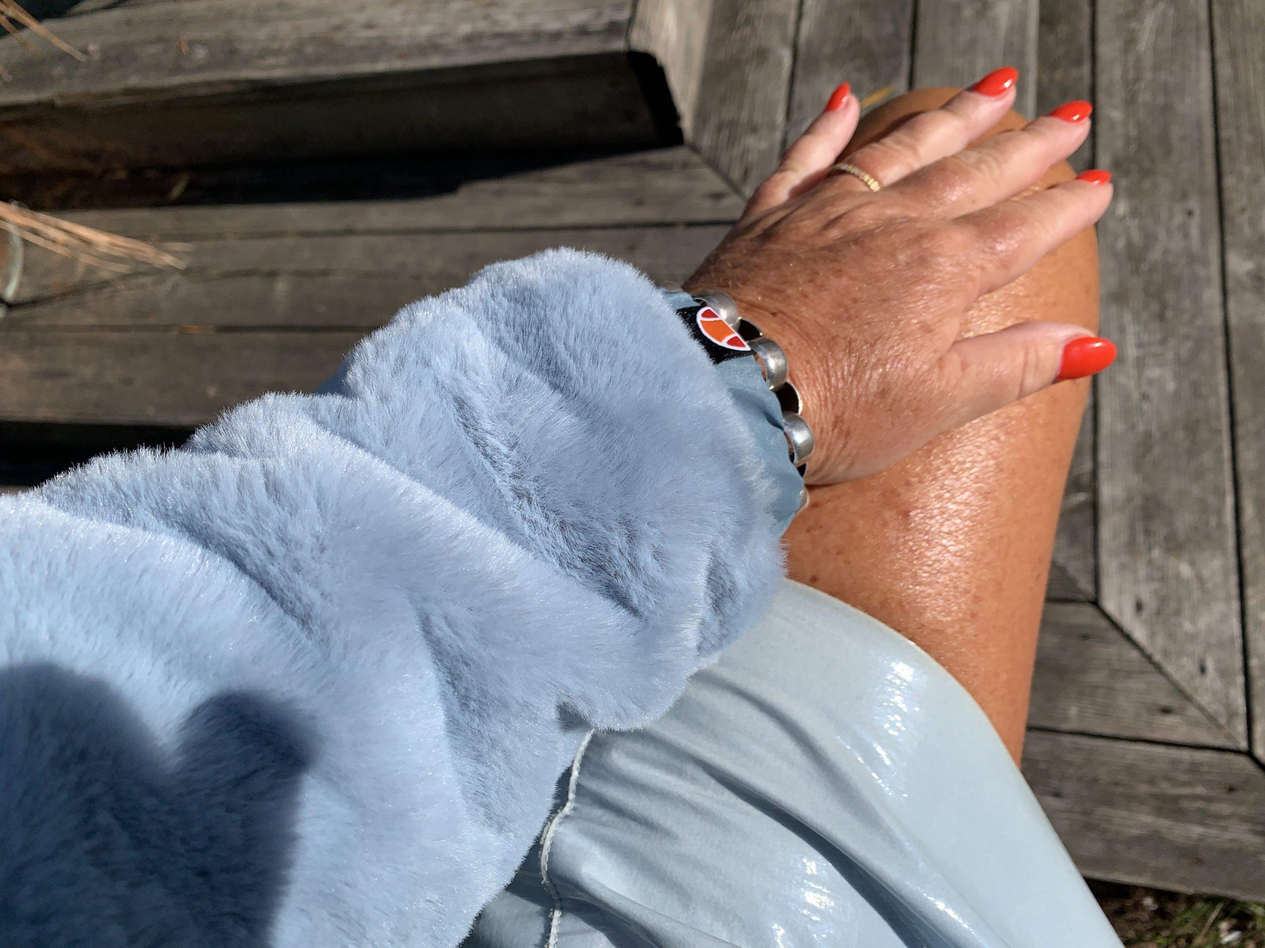 Ljusblått är snyggt när man är solbränd