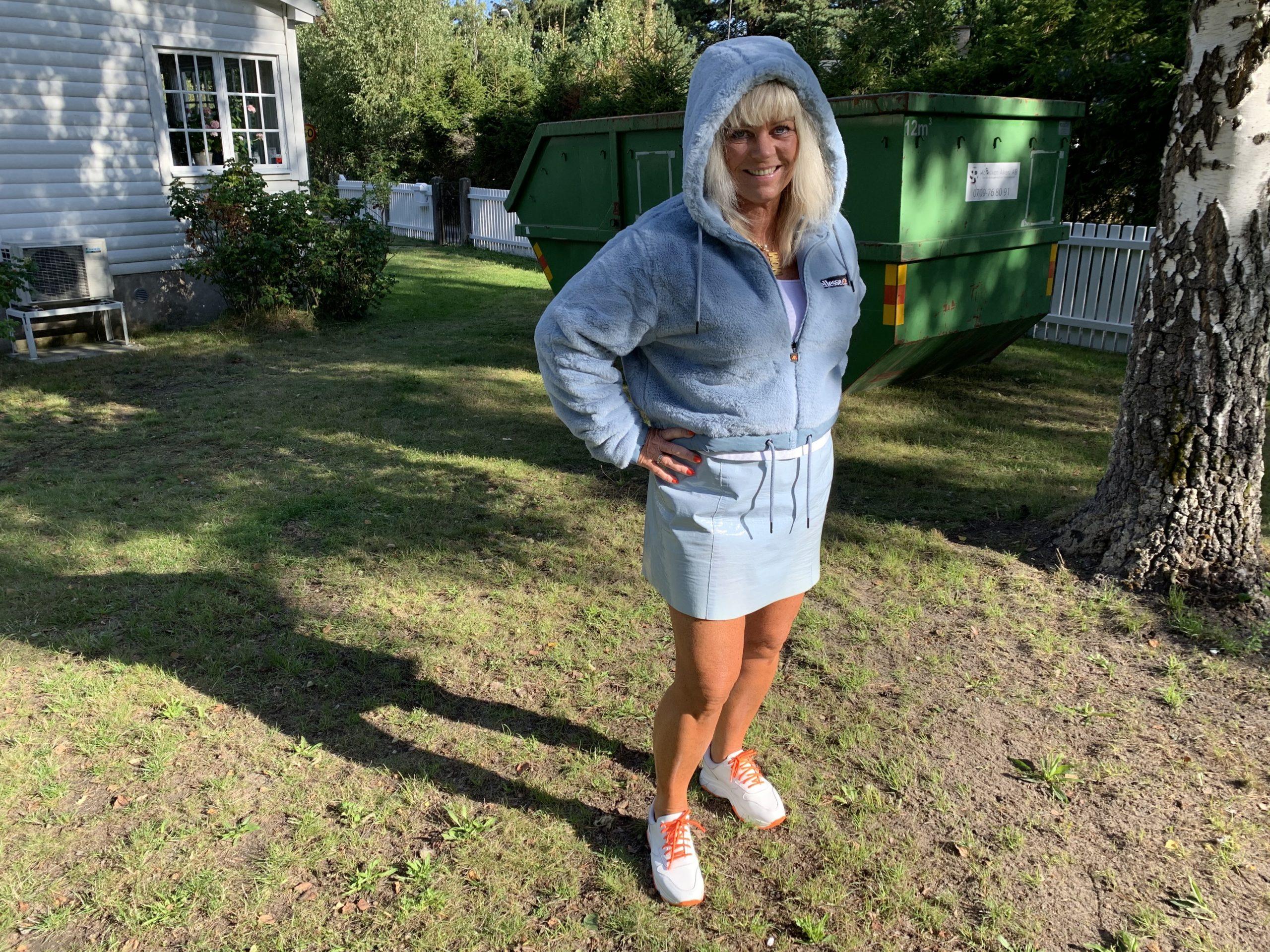 Älskar min ljusblå hoodie
