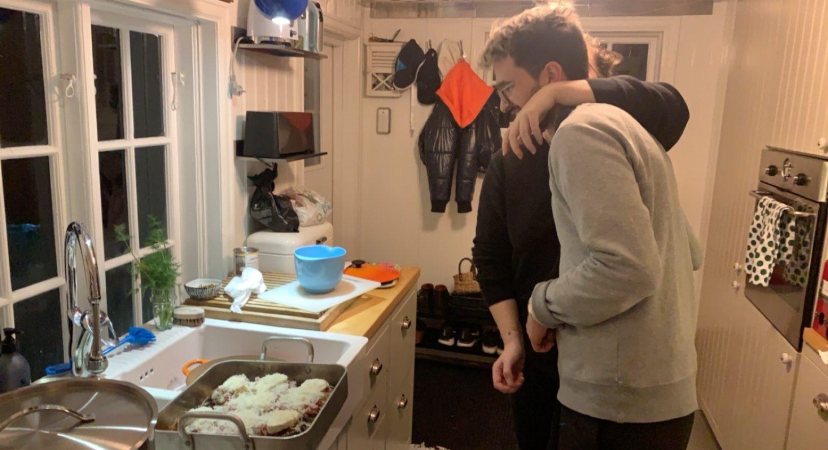 Nanna och Mirza lagar mat