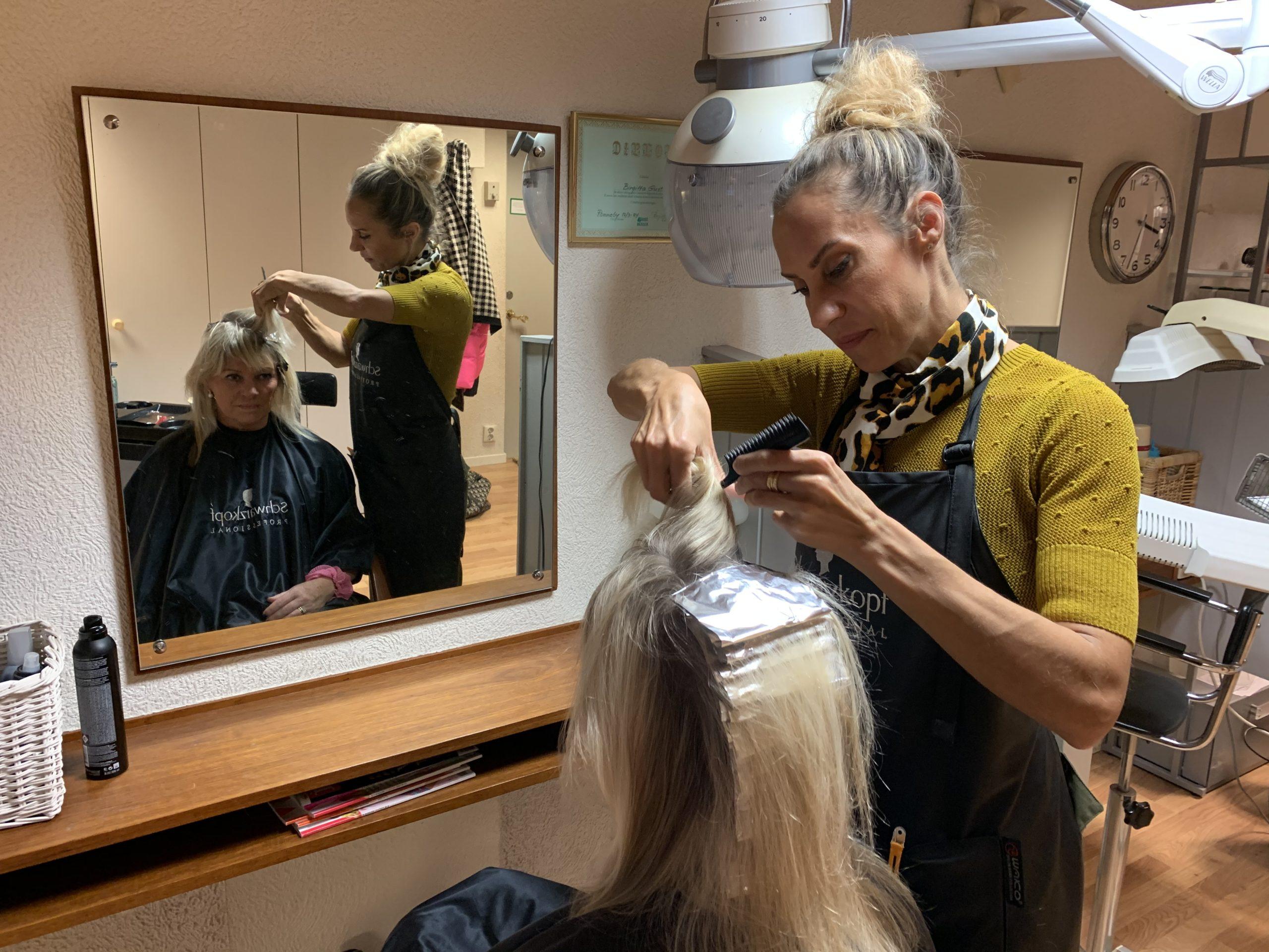 HannaG började med att blondera håret.