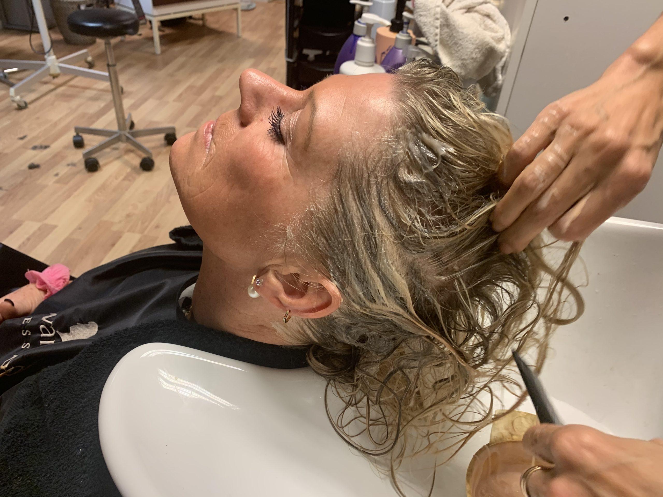 Nästa steg var att tvätta håret.