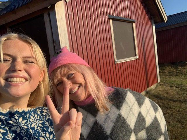Klara och jag försöker att INTE kisa mot solen